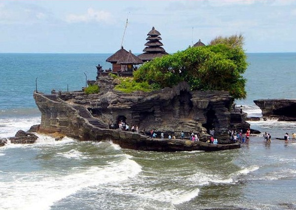 ve-may-bay-di-bali